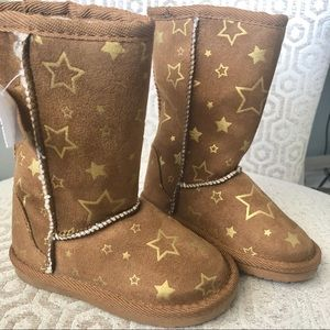 NWT EMMA boot with stars